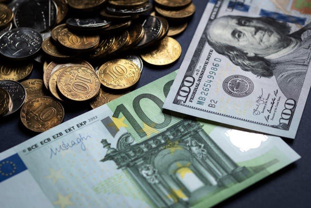 Обмен евро на доллар в Кривом Роге